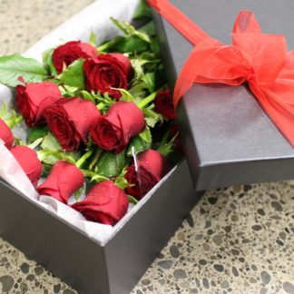 12 Boxed Fresh Red Roses